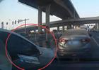 司机强行加塞发生碰撞