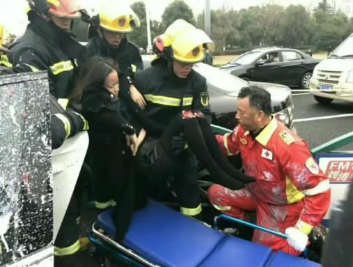 张家港发生一起严重车祸
