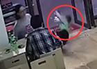 孕妇伸脚绊倒4岁男童 家属查看监控后报警